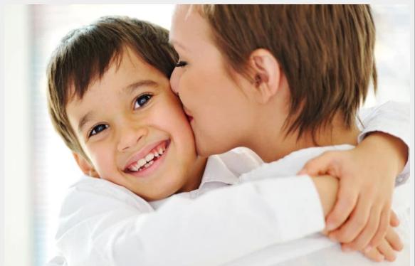 ¿Por qué el cerebro de un niño necesita 12 abrazos al día?