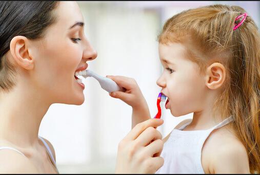 Seis maneras creativas para lograr que tus niños cepillen sus dientes